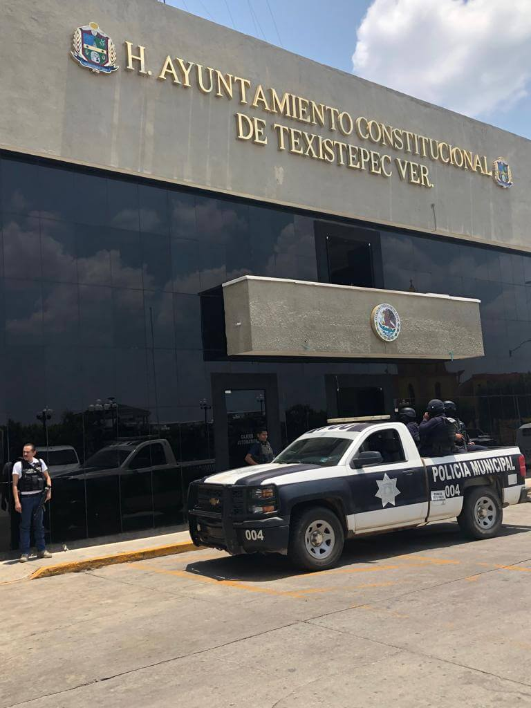 Con la finalidad de dar seguimiento a las estrategias de seguridad y atender las necesidades de los cuerpos policiales, la Secretaría de Seguridad Pública (SSP) supervisó las acciones preventivas implementadas en Sayula de Alemán y Texistepec.