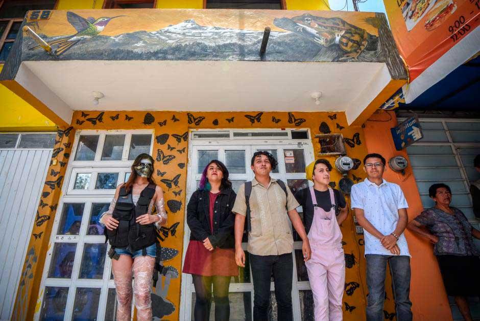 Este domingo, se realizó la inauguración de tres murales realizados por los vecinos de la colonia La Isleta, la Universidad Veracruzana (UV), el Ayuntamiento y la empresa Comex.