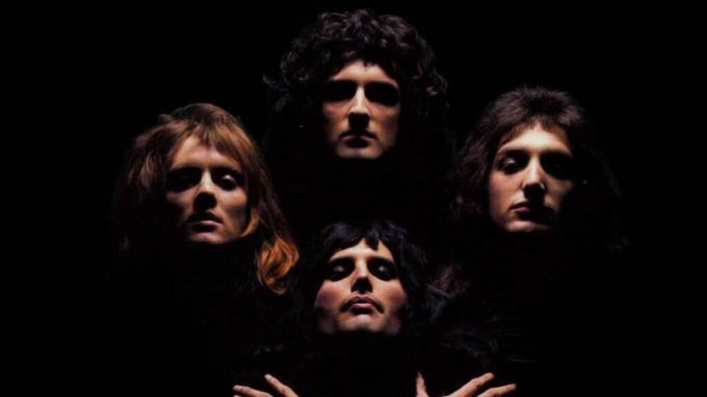 Bohemian Rhapsody se convirtió en el primer video musical realizado antes de los noventa que ha conseguido ser reproducida, mil millones de veces en YouTube.