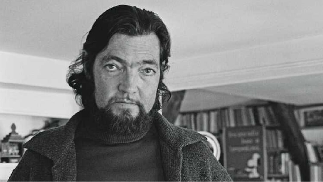 El gobierno de Buenos Aires declaró ciudadano ilustre post mortem al escritor Julio Cortázar, por su obra de incalculable valor, su trayectoria en la docencia y su aporte que permanece a favor de la cultura.