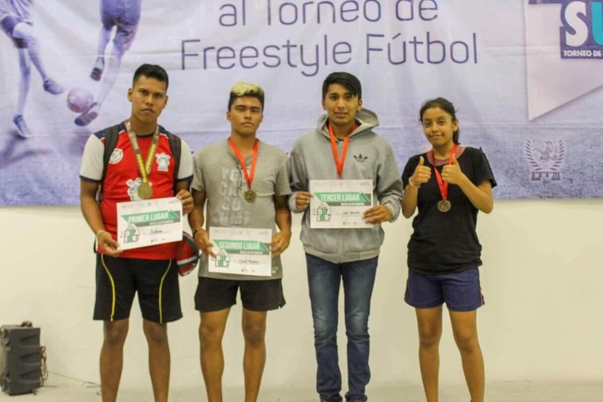 Todo un éxito resultó la primera edición del Torneo Free Style Soccer Zona Sur desarrollado en el Centro de Raqueta del Instituto Veracruzano del Deporte.