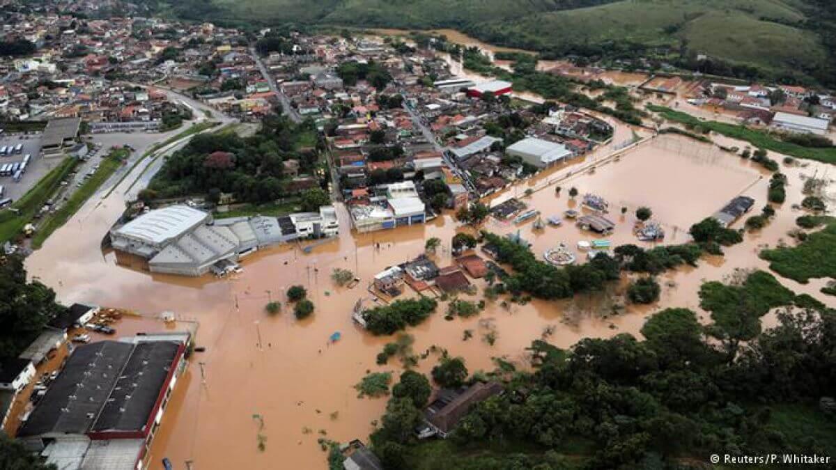 El Cuerpo de Bomberos regional informó que al menos 12 personas murieron este miércoles en Pernambuco, en el noreste de Brasil, por fuertes lluvias que afectaron a unas cuatro ciudades.