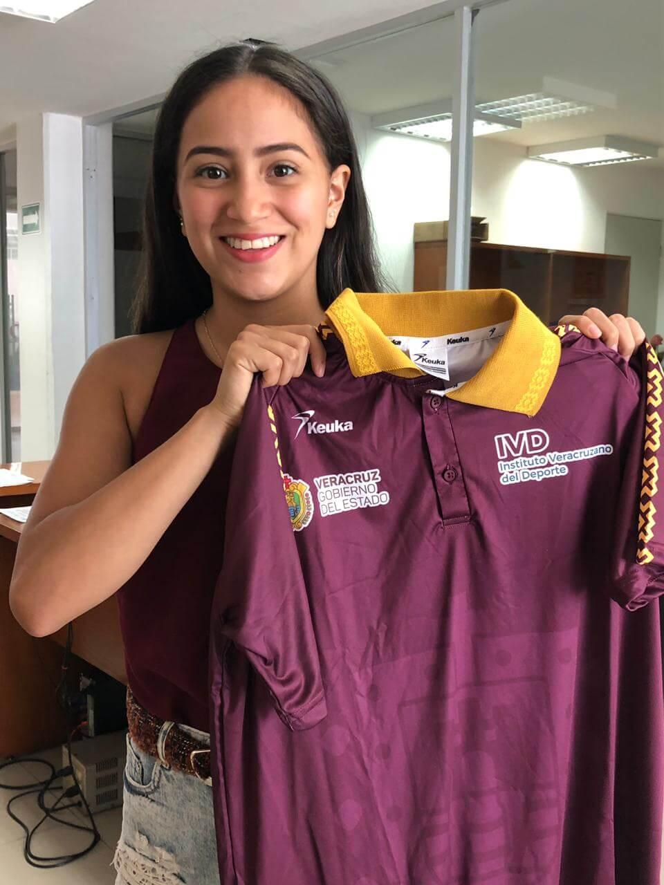 La gimnasta veracruzana Marina Malpica Ramírez está lista para brindar el campamento de verano en Gimnasia Rítmica que se desarrollará en la Arena Veracruz
