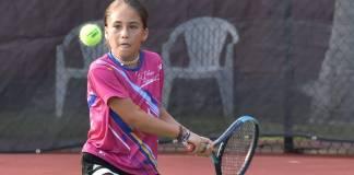 Confirmando su condición de favorita, la tenista veracruzana de las Palmas Racquet Club, Romina Domínguez García avanzó a la segunda ronda del Campeonato Nacional de Tenis en Querétaro.