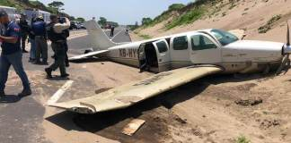 La Secretaría de Protección Civil Estatal informa que una aeronave aterrizo de emergencia en en carretera Boca del Río- Antón Lizardo.