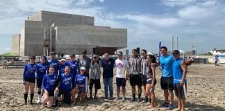 El presidente municipal de Boca del Río, Humberto Alonso Morelli, entregó los premios a los ganadores de la competencia deportiva de Aguas Abiertas, que se realizó a las once de la mañana en playa Santa Ana ubicada aún costado del Foro Boca como parte del segundo día de actividades del Festival Santa Ana.