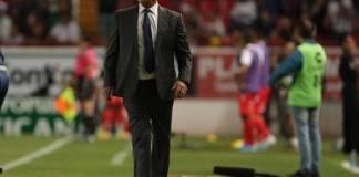 El Director Técnico de los Tiburones Rojos de Veracruz, Enrique Meza habló luego de la derrota sufrida al son de 0-7 ante el Necaxa y confesó parte del dialogo que tuvo con sus jugadores al terminar el partido.