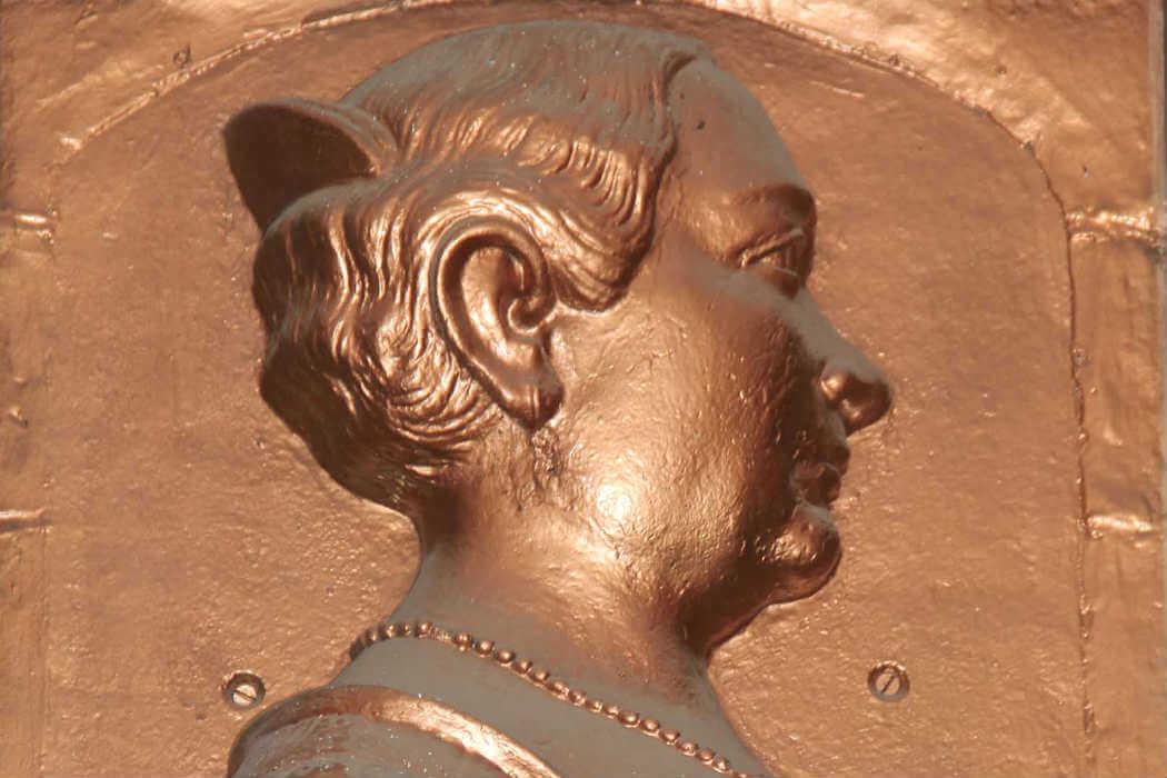 María de la Soledad Leona Camila Vicario Fernández de San Salvador nación el 10 de abril de 1789 en la Ciudad de México. Su familia era acaudalada y con fuertes vínculos con las autoridades del virreinato.