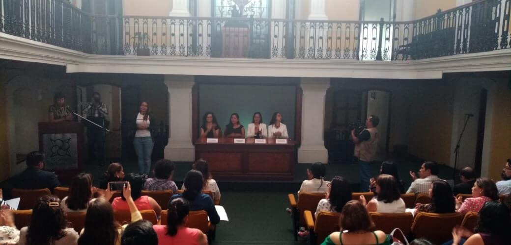 """Este jueves en el Colegio de Veracruz (COLVER), se llevó a cabo la presentación de """"Emocionarte"""", metodología de educación que implementa las artes por parte de la Dirección de Actividades Artísticas de la Secretaría de Educación de Veracruz (SEV)."""