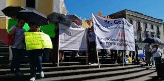 Por enésima ocasión pensionadosde la Secretaría de Educación de Veracruz (SEV) se manifestaron en la plaza Lerdo de Xalapa para exigir pagos pendientesde seguros institucionales y de Sistema de Ahorro para el Retiro (SAR).