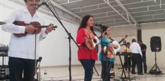 Con la finalidad de fortalecer el diálogo intercultural, el Instituto Veracruzano de la Cultura (IVEC) realizó del 14 al 18 de agosto un ciclo de conciertos y charlas didácticas de son huasteco para niños, niñas y adolescentes, en las casas de la cultura de Xico, Misantla, Naolinco, Coatepec y Jilotepec.