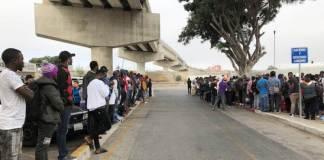 Cameruneses que escapan de las atrocidades de su país hicieron que la cifra de migrantes que quieren pedir asilo en Tijuana rebase los 10 000 el domingo. Hace tres meses había 4 800 nombres.