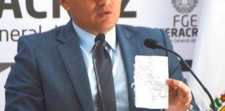 El Fiscal General del Estado, Jorge Winckler Ortiz, afirmó que el órgano autónomo realiza un trabajo profesional, científico y arduo para dar justicia a la familia de Celestino V., comunicador quien fue víctima de homicidio, e informó que la FGE dio inicio a una Carpeta de investigación por el delito de homicidio doloso por los hechos ocurridos la noche del pasado 2 de agosto del año en curso, en un inmueble ubicado en la localidad La Bocanita, municipio de Actopan, donde fue lesionado por proyectiles de arma de fuego de calibres 45 y 223; en el sitio el titular del órgano autónomo ordenó la realización de diligencias correspondientes dentro de las cuales la Dirección de Servicios Periciales recolectó 12 indicios balísticos y se realizaron exámenes de balística forense.