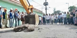 Alrededor de 12 mil 700 habitantes del municipio de Veracruz serán beneficiados con la repavimentación de la calle Mariano Arista, en la colonia Unidad Veracruzana.