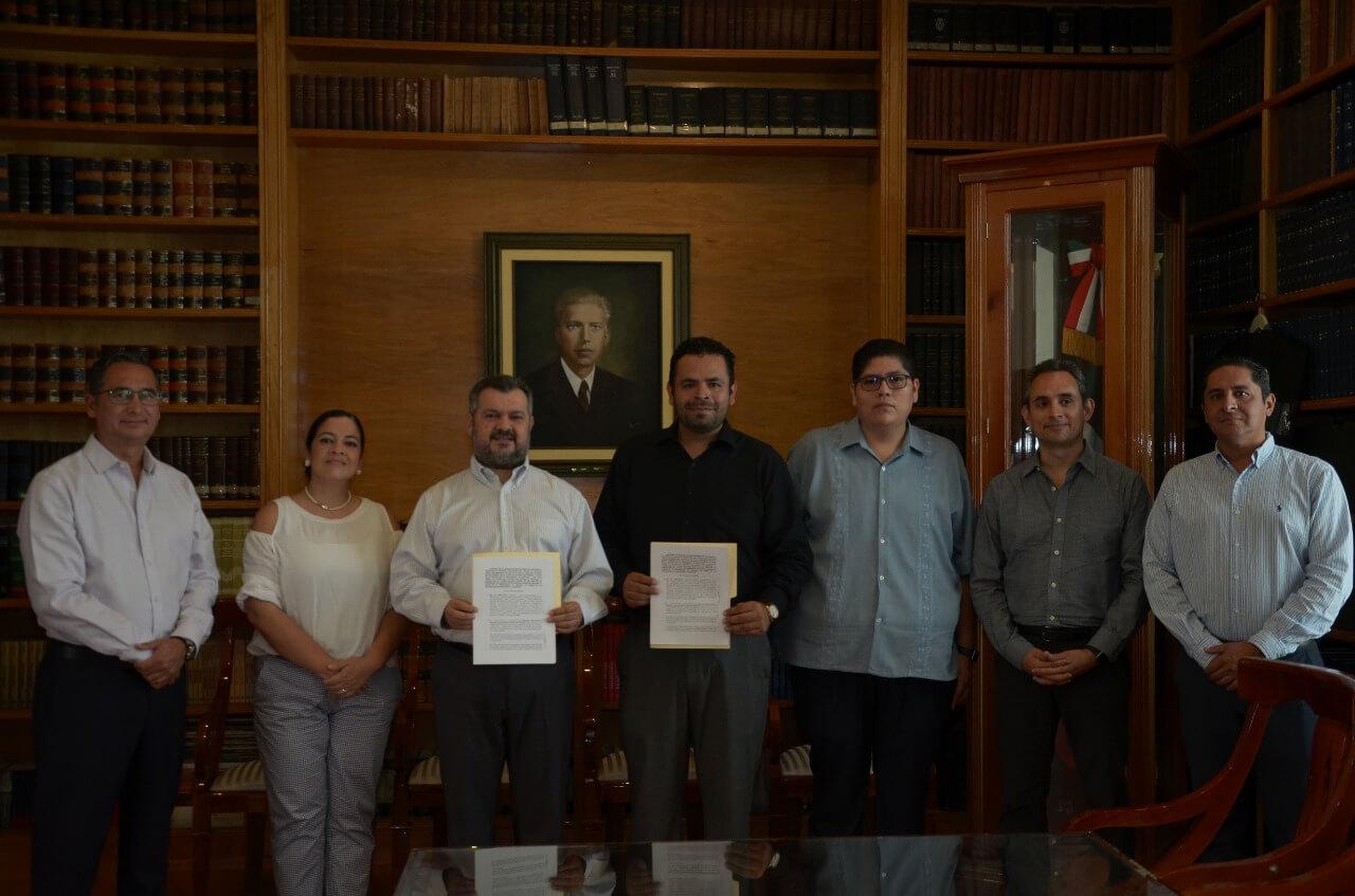 La Secretaría de Educación de Veracruz (SEV), a través del Instituto de Espacios Educativos del Estado de Veracruz (IEEV), firmó un convenio de colaboración con el Colegio de Notarios del Estado de Veracruz para dar fe de hechos de 300 obras que quedaron en el abandono por anteriores administraciones.