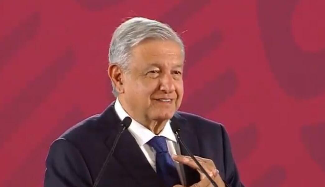 El presidente, Andrés Manuel López Obrador afirmó que quienes se dedican a la política tienen que actuar poniendo por delante los ideales y principios y anunció que enviará una carta al Congreso para expresar su punto de vista pedirles que no abandonen el movimiento ni al pueblo.