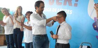 El H. Ayuntamiento de Veracruz a través del departamento de Bienestar Social del sistema municipal para el Desarrollo Integral de la Familia, entregó 124 lentes graduados, de manera gratuita, a personas de escasos recursos con problemas visuales.