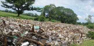 La Secretaría de Medio Ambiente (SEDEMA) y la Procuraduría Estatal de Protección al Medio Ambiente (PMA), coordinan acciones en atención a la contingencia que se presenta en el río Blanco, el cual arrastra grandes cantidades de basura.