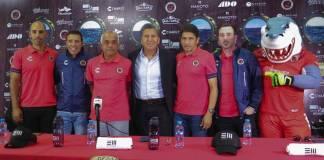 El vicepresidente deportivo de los Tiburones Rojos de Veracruz, Raúl Arias, en representación de la directiva de la institución veracruzana presentó a Enrique López Zarza como el Director Técnico del primer equipo.