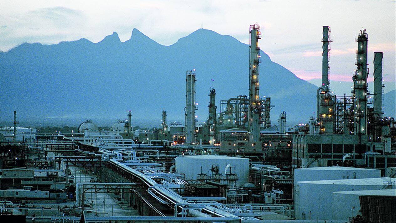 El presidente, Andrés Manuel López Obrador reveló que las seis refinerías con las que cuenta el país incrementaron su producción en los primeros nueve meses de este año.