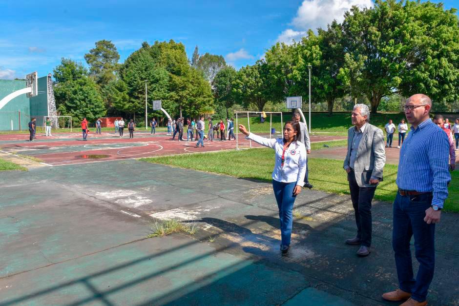 """Autoridades municipales y de la Benemérita Escuela Normal Veracruzana (BENV) """"Enrique C. Rébsamen"""", acordaron trabajar en una agenda ambiental para enfrentar los efectos del cambio climático y construir una ciudad sustentable."""