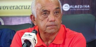 El director técnico mexicano Enrique López Zarza asumió el mando de los Tiburones Rojos de Veracruz, en la Liga MX; llega al Puerto sustituyendo a Enrique Meza y tras el interinato de José Luis González China.