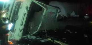 La noche de este jueves, un tráile de carga perdió el control e impactó a varios vehículos que circulaban en la autopista Xalapa-Perote, en el kilómetro 138, perteneciente al municipio de Tlacolulan, dejando como saldo preliminar seis personas muertas y tres más heridas.