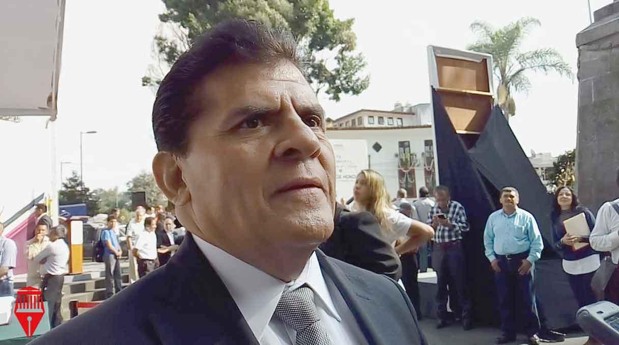El secretario general de la Confederación de Trabajadores de México ( CTM) Región Xalapa, Aníbal Pacheco López aseguró que los trabajadores de la construcción, como los albañiles, se enfrentan a salarios bajos, sin seguridad social o posibilidad de adquirir una vivienda.