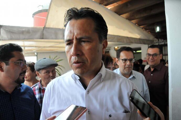 El gobernador del estado, Cuitláhuac García Jiménez afirmó que las autoridades correspondientes buscan al ex fiscal, Jorge Winckler Ortiz, así como al fiscal Anticorrupción, Marcos Even Torres.