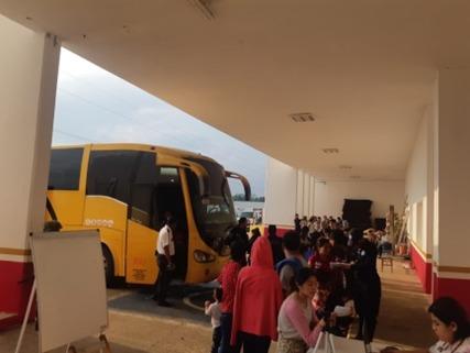 La Secretaría de Seguridad Pública (SSP), en coordinación con la Guardia Nacional, rescataron a 115 hombres y 80 mujeres, entre ellos 83 menores, de nacionalidad extranjera. Asimismo, aprehendió a diez sujetos por tráfico de personas y aseguró tres autobuses.