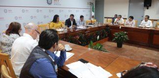 El titular de la Secretaría de Educación de Veracruz (SEV), Zenyazen Escobar García informó que, a la fecha, se han creado siete academias regionales de lenguas indígenas, entre ellas totonaco, zapoteco, mazateco, mixteco, huasteco, hñahñu y mixe-popoluca.