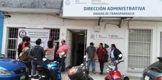 Este viernes, trabajadores del Colegio de Estudios Científicos y Tecnológicos del Estado de Veracruz (CECyTEV) tomaron las instalaciones de la dirección administrativa.