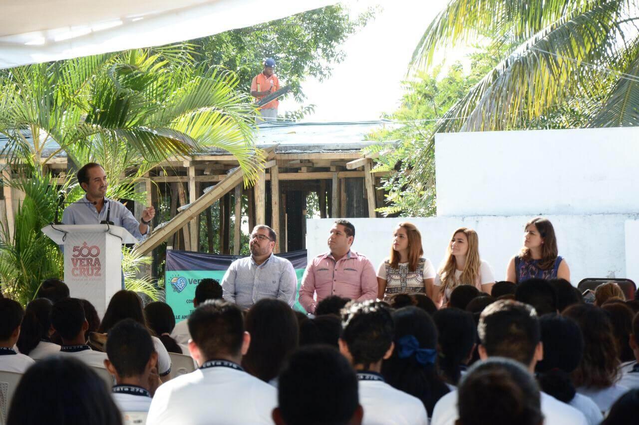 Este lunes, el Ayuntamiento de Veracruz inició las obreas de mejoramiento de la infraestructura del Centro Bachillerato Tecnológico Agropecuario No. 276, ubicado en la localidad Delfino Victoria (Santa Fe).