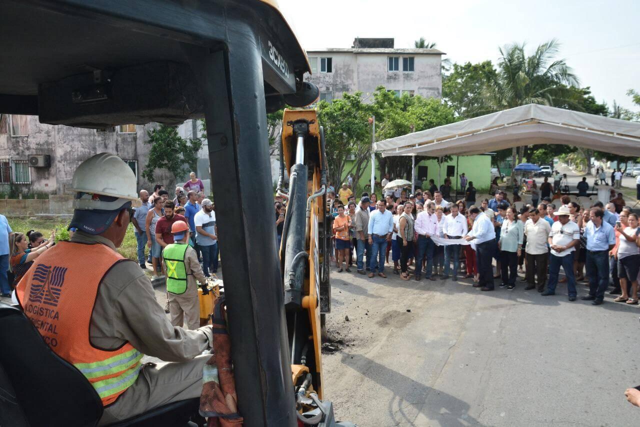 Como parte del Plan de Obra Pública que del Ayuntamiento de Veracruz realiza, el presidente municipal, Fernando Yunes Márquez anunció la construcción del Colector Pluvial Chivería .