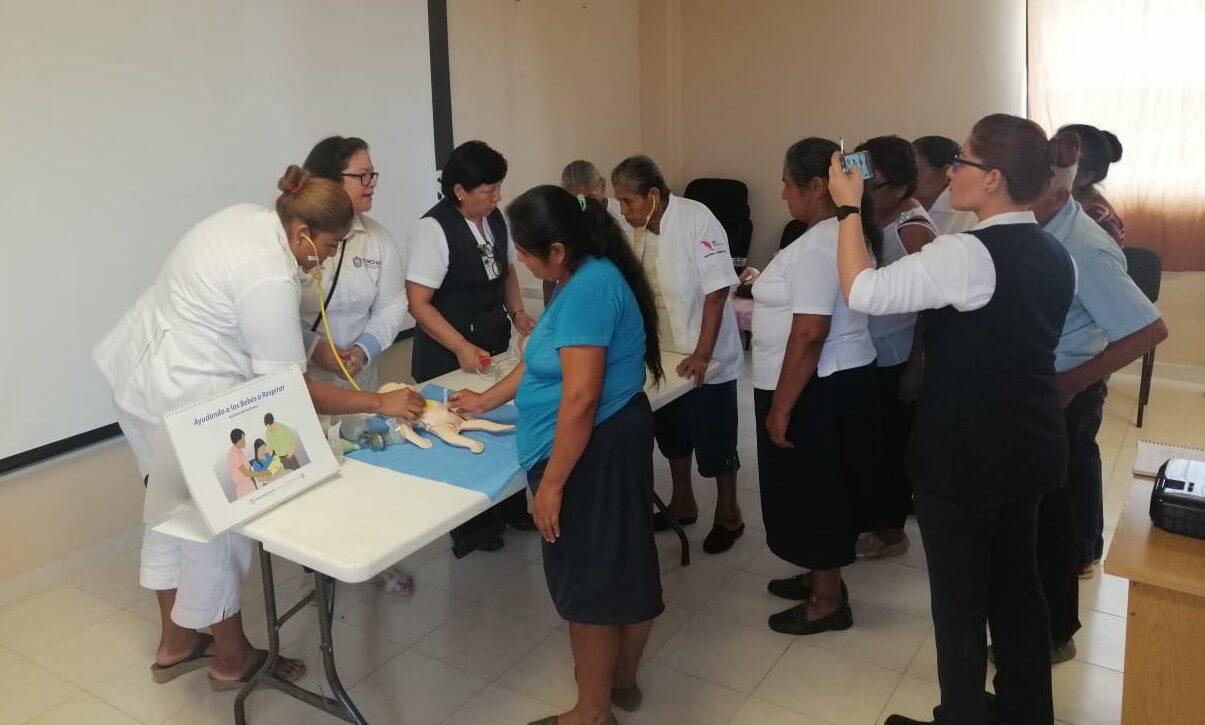 La Secretaría de Salud (SS) certificó a 22 parteras en la Norma Técnica de Competencia Laboral y en Atención Integral a la Mujer y al Recién Nacido antes, durante y después del nacimiento, en el Hospital de la Comunidad de Tempoal.