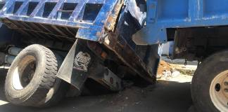 Este miércoles, se registró un socavón en la calle Puerto banderas entre vía muerta y calle Alvarado, en Boca del Río.