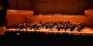 """Este viernes, la Orquesta Filarmónica de Boca del Río interpretó bajo la dirección del maestro Jorge Mester y la soprano regiomontana Yvonne Garza un programa atractivo que incluyó las Sinfonías """"El filósofo"""" de Haydn; """"da Requiem"""" de Britten, de Benjamin Britten; """"Adagio y Fuga"""" de Mozart y las """"Cuatro últimas canciones"""" de Strauss."""