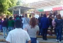 Las oficinas centrales de la Secretaría de Educación de Veracruz (SEV), fueron tomadas este jueves por padres de familia de la Escuela Primaria Federal de la comunidad Rincón de Tenextepec, municipio de Coscomatepec.