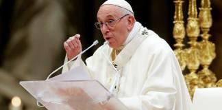 El papa Francisco dijo a una asamblea de obispos que discutieron sobre la región amazónica que la sociedad moderna no debería tratar de imponer sus reglas a los pueblos indígenas, sino respetar su cultura y dejarles trazar su propio futuro.