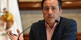 El gobernador del estado, Cuitláhuac García Jiménez aseguró que los casos de dengue en Veracruz están descendiendo.