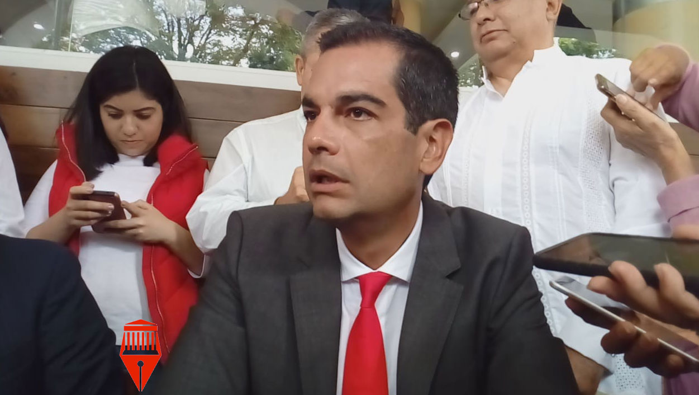El regidor Juan Gabriel Fernández Garibay acusó que el alcalde de Xalapa, Hipólito Rodríguez Herrero, no les ha informado sobre la campaña de fumigación que se dijo se realiza en la ciudad.