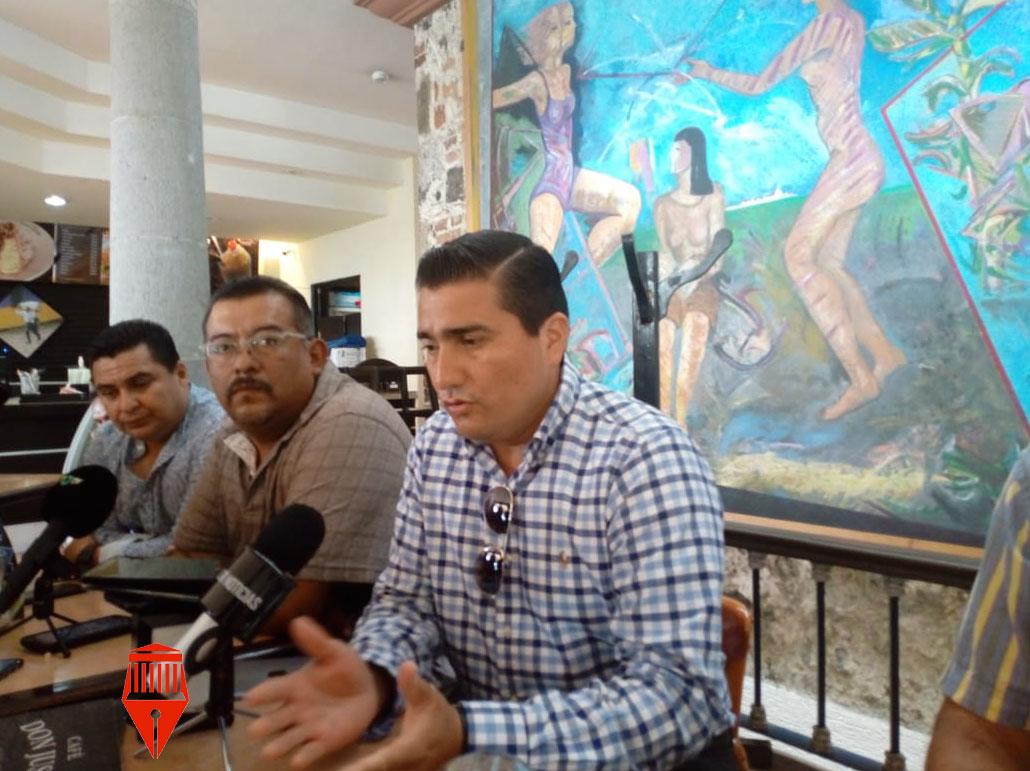 Al menos 30 pacientes con cáncer de Xalapa alistan un amparo en contra de la Secretaría de Salud (SS) para obligarla a entregar medicamentos oncológicos, como parte de su tratamiento, informó el integrante de la Coalición ProAmbiental Xalapa, Luis Gregorio Fernández Hernández.