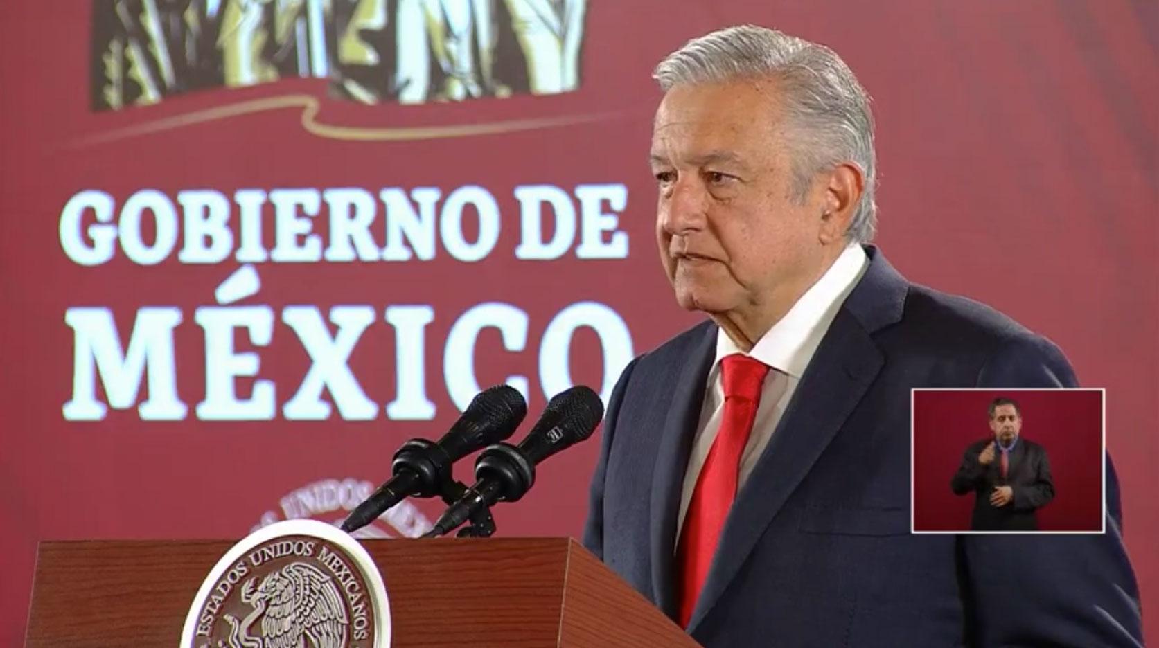 Este jueves, durante su conferencia de prensa mañanera, el presidente, Andrés Manuel López Obrador confirmó que a partir de este día, inician la construcción del aeropuerto de Santa Lucía.