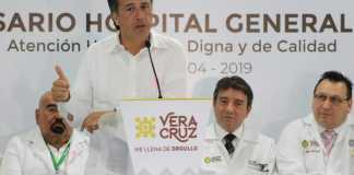 Cuitláhuac García Jiménez, gobernador del estado de Veracruz, informó existen por lo menos dos líneas de investigación por el caso del feminicidio de una jovencita de 17 años en el municipio de Minatitlán.