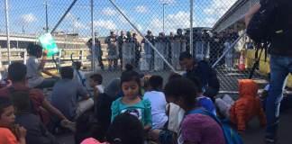 Un grupo de 500 migrantes, aproximadamente, se manifestaron este jueves en las inmediaciones del Puente Nuevo Internacional de Matamoros, luego de que intentaron cruzar hacia Estados Unidos.