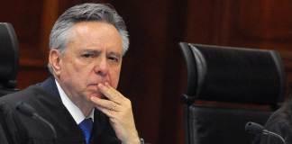 El ministro, Eduardo Medina Mora es investigado por lavado de dinero.