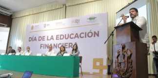 """En el marco del """"Día de la Educación Financiera"""" y con la finalidad de fomentar en los estudiantes una cultura del ahorro y buena administración, la Secretaría de Educación de Veracruz (SEV) inició un ciclo de conferencias, en coordinación con la Comisión Nacional para la Protección y Defensa de los Usuarios de Servicios Financieros (CONDUSEF)."""