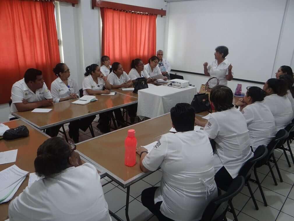 La Secretaría de Salud (SS), a través de la Jurisdicción Sanitaria X de San Andrés Tuxtla, impartió un curso sobre tuberculosis a 30 médicos y enfermeros, con la finalidad de garantizar una detección oportuna, además de un diagnóstico y tratamiento adecuados.
