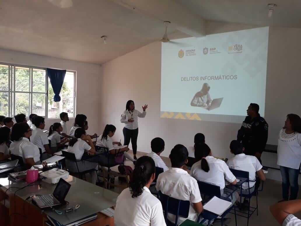 Más de dos mil alumnos de diferentes instituciones educativas en Minatitlán, han sido beneficiados en lo que va el año por el programa