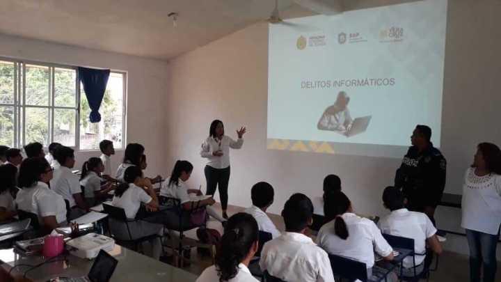 "Imparten programa ""Escuela Segura"" en planteles de Minatitlán"